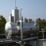 Feed water tank with trickling deaerators for outdoor installation